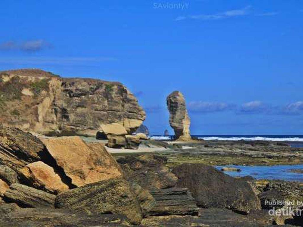 Batu Payung di Lombok Ambruk, Bisa Terbentuk Jutaan Tahun Lagi