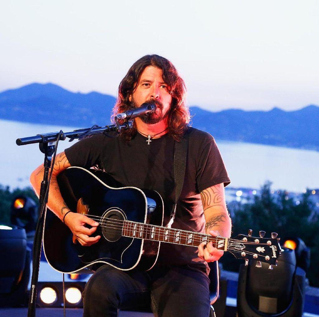 Dave Grohl Kenang Panggungnya Bersama Nirvana