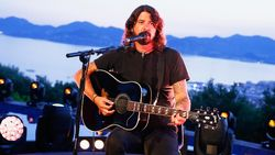Sempat Trauma, Dave Grohl Kembali Mainkan Lagu Nirvana