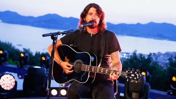 Dave Grohl Batal Tampil Bareng Anderson .Paak dan A Tribe Called Quest