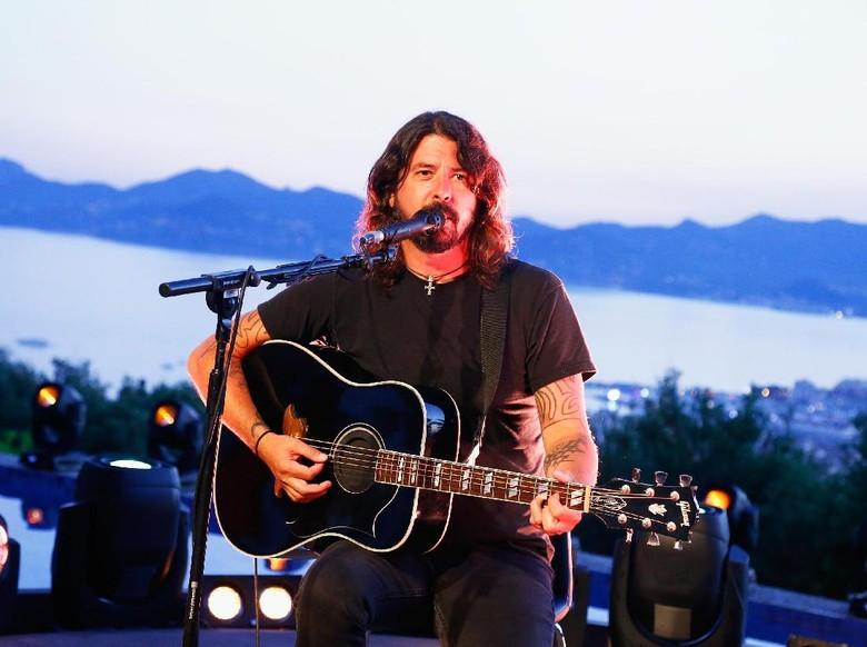 Foo Fighters Batalkan Konser karena Dave Grohl Operasi Lengan