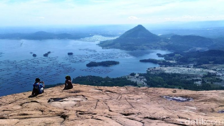 Gunung Lembu di Purwakarta