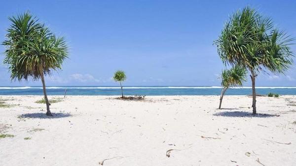 Pantai Serenting ada di timur Pantai Seger dan masih masuk area Festival Bau Nyale. Nah, Pantai Serenting akan menjadi tempat wisata yang paling dekat dengan Sirkuit Mandalika (twainona/Instagram)