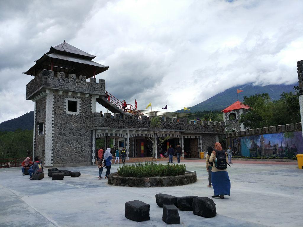 The Lost World Castle, kastel milik Ayung di lereng Merapi