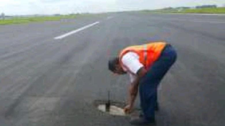 Aspal Runway Terkelupas, Bandara Juanda Sempat Ditutup