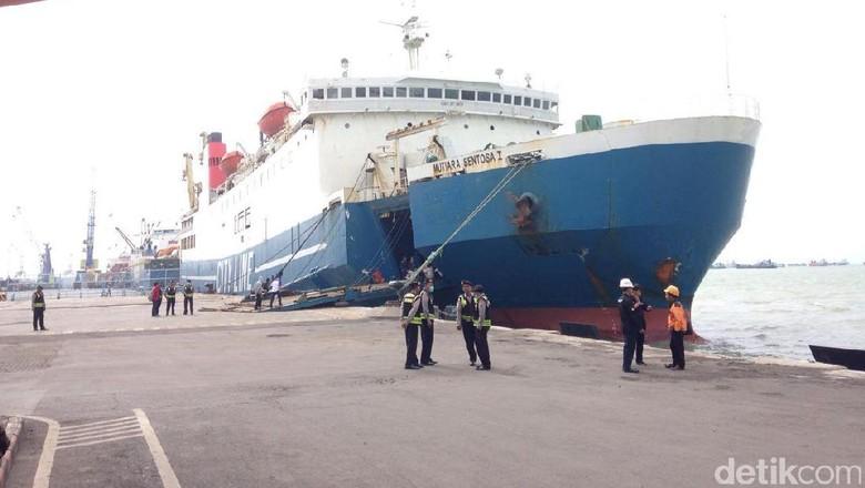 Penumpang Kapal Mutiara yang Terbakar Berhasil Dievakuasi