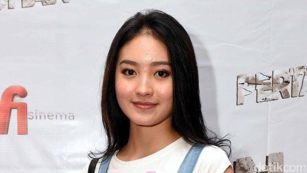 Natasha Wilona belakangan semakin akrab dengan Verrell Bramasta. Keduanya terlihat hadir dalam acara Gala Premier film 'Pertaruhan' yang digelar di XXI Senayan City, Jakarta Selatan, Jumat (3/2/2017) malam.