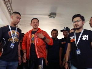 Aksi Agus Yudhoyono Main Basket di GOR Simprug