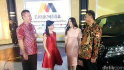 Wanita Makassar Ini Semringah Dapat Alphard dari Bank Mega