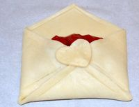 Pie Berbentuk Amplop Ini Bisa Jadi Hadiah Valentine Lucu!