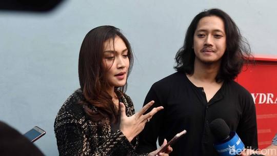 Mesranya Melody Prima dan Sang Suami
