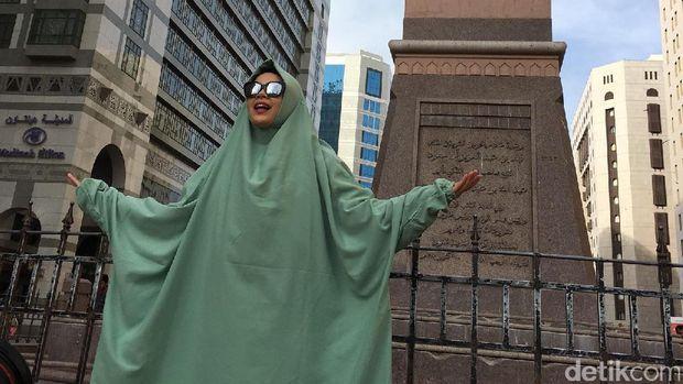 Cerita Menarik di Balik Hannah, Label Hijab Milik Dewi Sandra