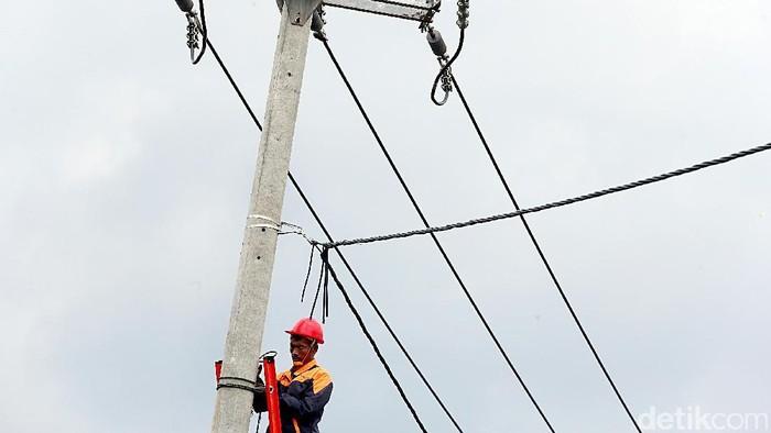 Memasuki tahun 2017, PLN Distribusi Jawa Barat terus menambah akses listrik untuk 1.815 desa. Sedikitnya 319 gardu akan dibangun.
