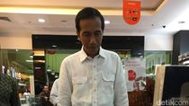 Nikmati Ambon ala Jokowi: Salat Jemaah, Makan Bakso dan Beli Buku