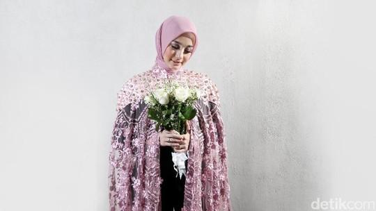 Intip Gaya Laudya Cynthia Bella saat Pemotretan Celeb of The Month