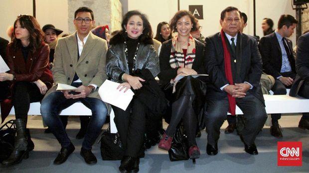 Prabowo dan Titiek Soeharto saat menyaksikan peragaan busana Didit Hediprasetyo