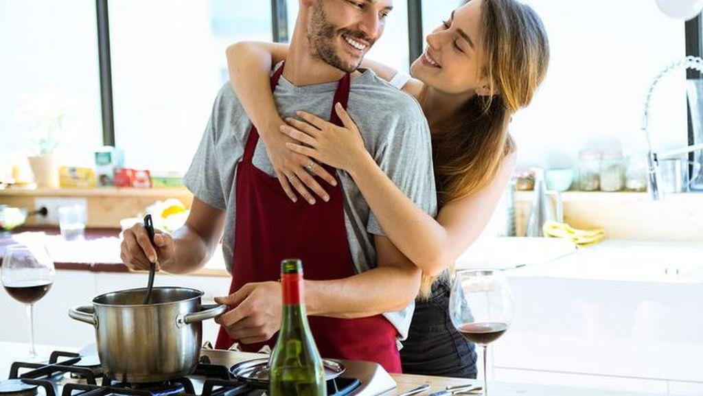 Cerita Istri yang Patah Tulang karena Masakan Enak Suaminya