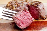 Bukan Darah, Ini Alasan Cairan dalam Steak Berwarna Merah
