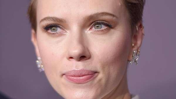 Dikabarkan Rujuk, Scarlett Johansson Kok Nggak Pakai Cincin Kawin?
