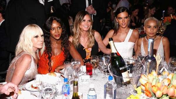 Squad Time! Saat Heidi Klum Berpesta Bersama Teman-temannya