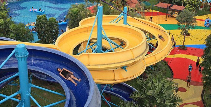 Ocean park water adventure di BSD, menawarkan sejumlah wahana seru dengan bermain air. Bisa santai di kolam arus sampai memacu adrenalin di seluncuran! (Ocean Park)
