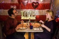 Restoran Ini Sediakan 'Love Booth' untuk Santap Pizza Berdua
