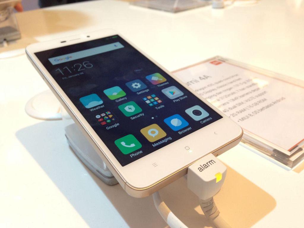 Tak hanya WhatsApp saja, tapi aplikasi lainnya juga bisa menjadi dua aplikasi dalam satu ponsel. Jadi, ada dua akun aplikasi untuk semua aplikasi, ungkap pihak Xiaomi. Foto: Agus/inet