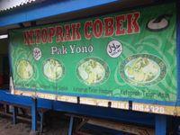 Ketoprak Pak Yono: Sedapnya Ketoprak Berbumbu Kacang Halus dengan Topping Telur