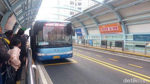 Pengalaman Naik 'Busway Layang' di China