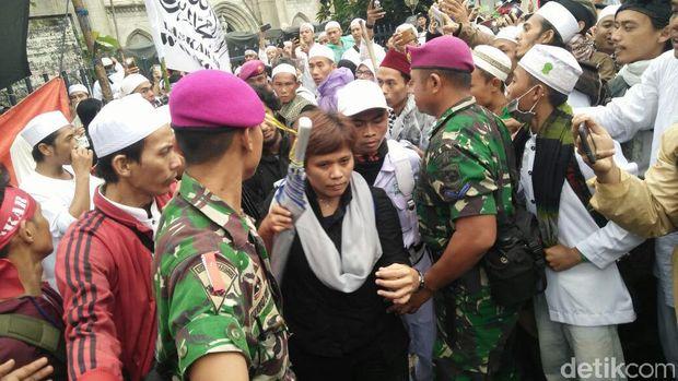 Desi wartawan Metro TV di aksi 112