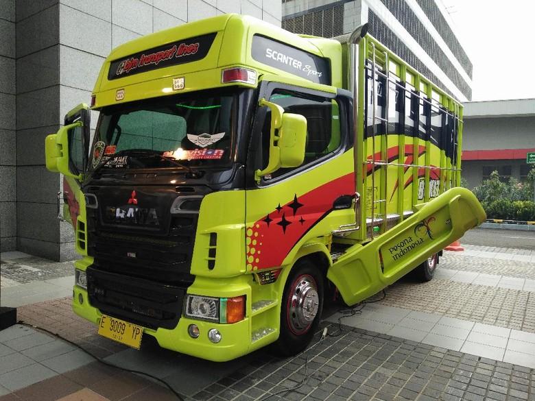 Truk Transformer dari Indonesia Habiskan Rp 300 Juta