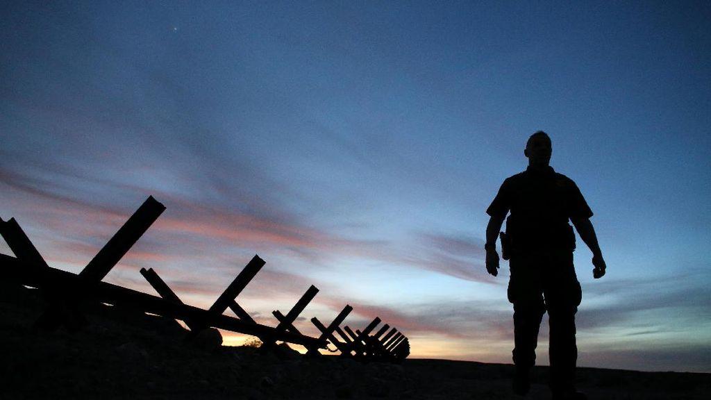 Nyaris 1.000 Staf Pusat Tahanan Imigrasi AS Positif Corona
