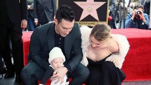 Momen Manis Saat Adam Levine Habiskan Waktu Bersama Putrinya