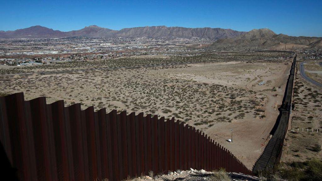 2 Bocah Ekuador Dijatuhkan dari Tembok 4,2 Meter di Perbatasan AS-Meksiko