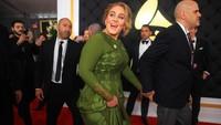 Adele berhasil menjadi jawara di kategori Song of the Year berkat lagu 'Hello'. Foto: Getty Images