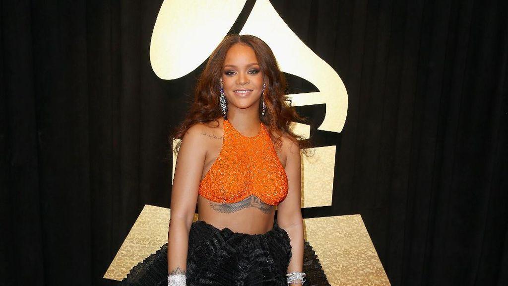 Rihanna Dapat Penghargaan Kemanusiaan dari Universitas Harvard