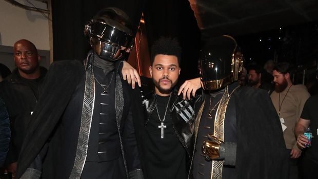 LOS ANGELES, CA - FEBRUARY 12: Musicians Daft Punk and The Weeknd (C) attend The 59th GRAMMY Awards at STAPLES Center on February 12, 2017 in Los Angeles, California.  (Photo by Christopher Polk/Getty Images for NARAS)
