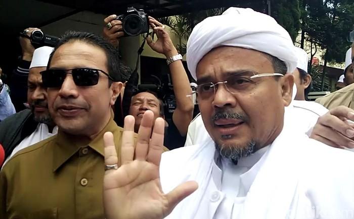 Habib Rizieq Syihab memenuhi panggilan Ditreskrimum Polda Jabar, Senin (13/2/2017). Imam Besar FPI itu diperiksa sebagai  tersangka dugaan perkara penodaan Pancasila dan pencemaran nama baik presiden pertama Sukarno.