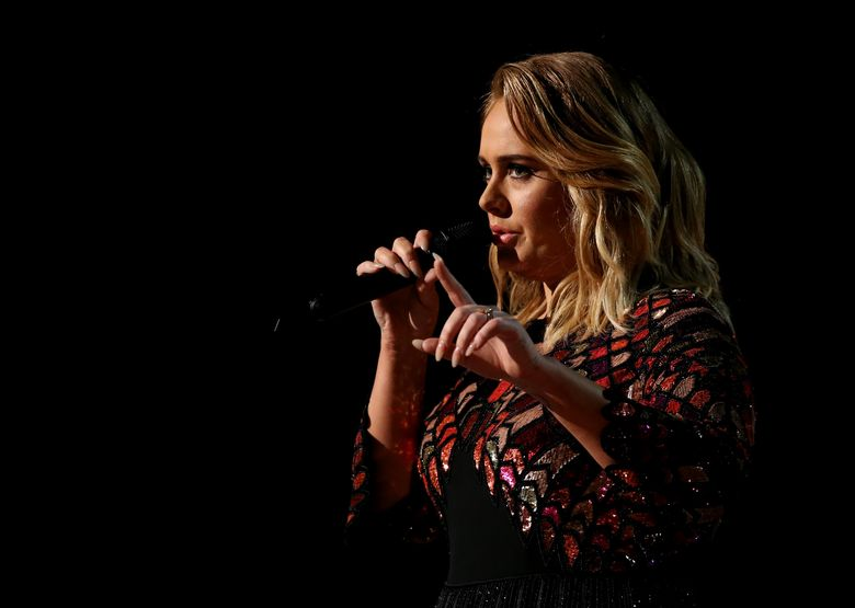 Penampilan pembuka dengan Adele yang membawakan lagu Hello. REUTERS/Lucy Nicholson