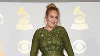 Sebelumnya, pada 2011, Adele juga berhasil memperoleh piala dari Record of the Year, Album of the Year, dan Song of the Year. Foto: Getty Images