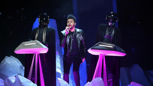 Aksi Duet The Weeknd dan Daft Punk di Starboy/I feel It Coming