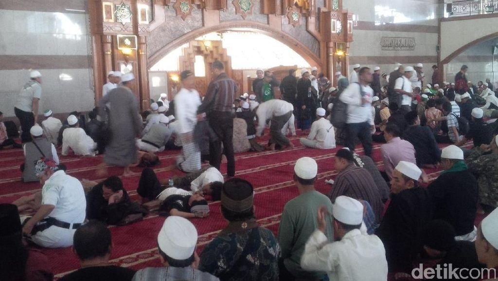Gelar Salat Jumat, Masjid Pusdai Bandung Terapkan Jaga Jarak