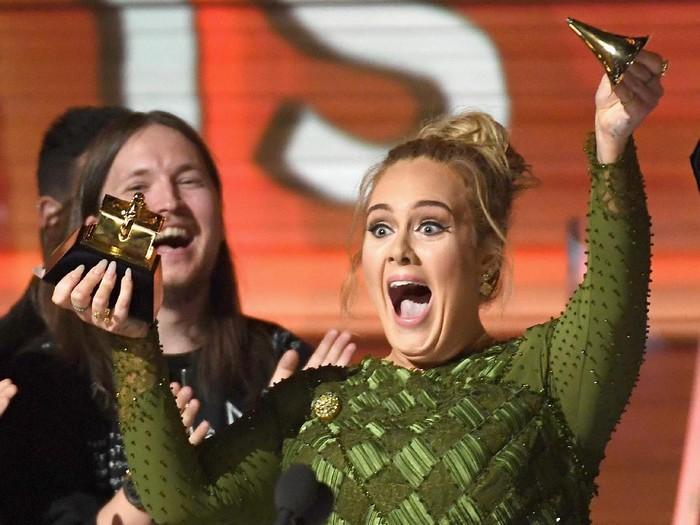Adele di Grammy Awards. (Foto: Kevork Djansezian/Getty Images)