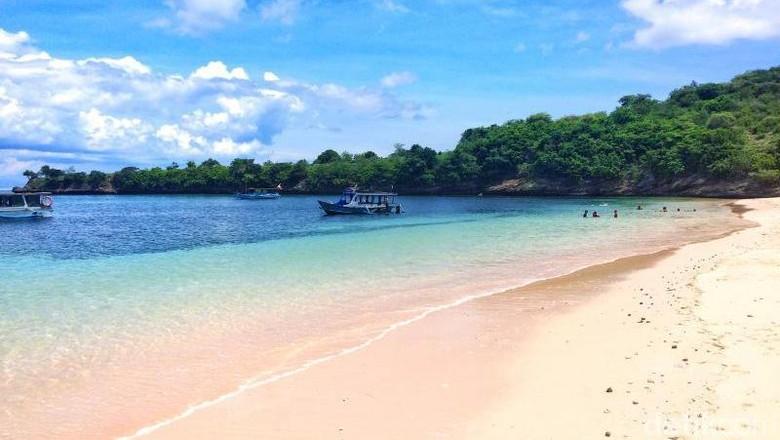 Foto: Pantai Pink di Lombok