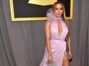 Jennifer Lopez Ungkap Cinta untuk Drake di Karpet Merah