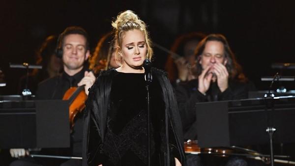 Salah Lirik, Adele Nyanyikan Ulang Lagu <i>Tribute</i> untuk George Michael