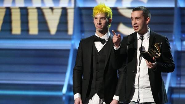 Buka Celana, Twenty One Pilots Rayakan Kemenangan Grammy