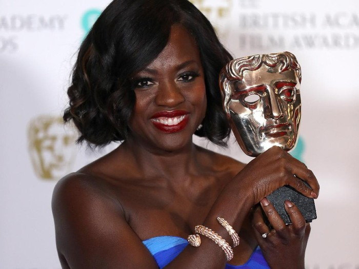 LONDON, ENGLAND - FEBRUARY 12:  Suppoting Actress winner Viola Davis poses with her award in the winners room during the 70th EE British Academy Film Awards (BAFTA) at Royal Albert Hall on February 12, 2017 in London, England.  (Photo by Chris Jackson/Getty Images)