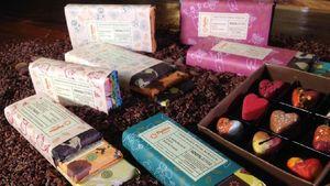 Chocolate Bar Aneka Rasa dan Praline Bentuk Hati untuk Hadiah Valentine