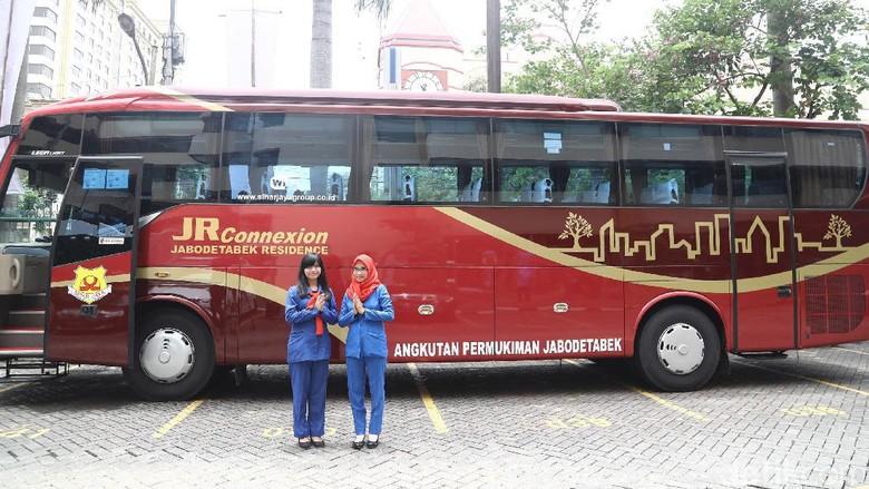 Menhub Luncurkan JR Connexion  Menteri Perhubungan Budi Karya Sumadi secara resmi meresmikan beroperasinya layanan bus Jabodetabek Residence (JR) Connexion di Mangga Dua, Jakarta, Selasa (14/02/2017). JR Connexion melayani rute dari perumahan-perumahan di wilayah sekitar Jakarta menuju Jakarta. Kawasan perumahan yang dilayani adalah yang berada di Bekasi, Bogor, Cibubur, Depok, Serpong, hingga Tangerang. Grandyos Zafna/detikcom